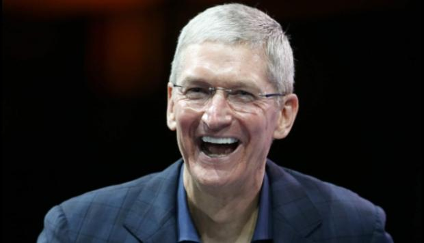 Tim Cook, presidente ejecutivo de Apple, reveló que es gay