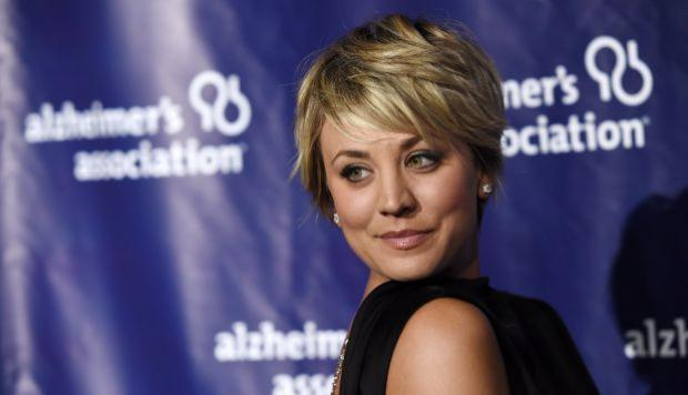 Kaley Cuoco sale con actor de Arrow, según prensa en EE.UU.