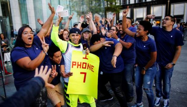 iPhone 7: largas colas, angustias y sorpresas en Estados Unidos - 1