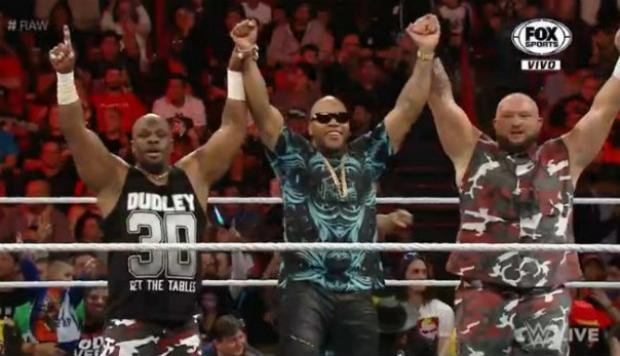 WWE: Flo Rida fue retado a duelo de rap por The Social Outcasts