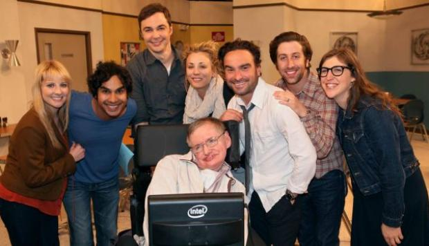Facebook: Stephen Hawking es fan de 'The Big Bang Theory'
