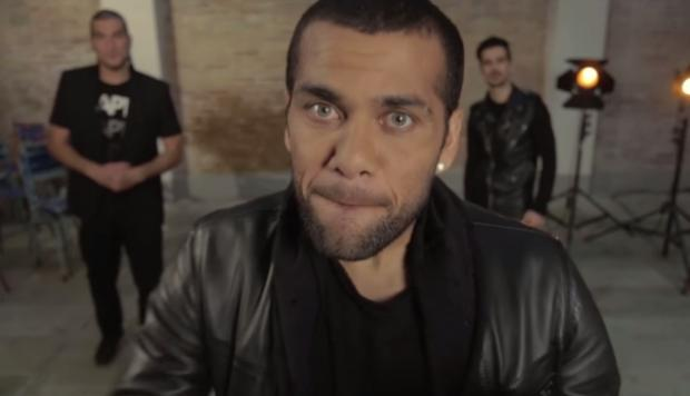 Dani Alves del Barcelona debuta como cantante (VIDEO)