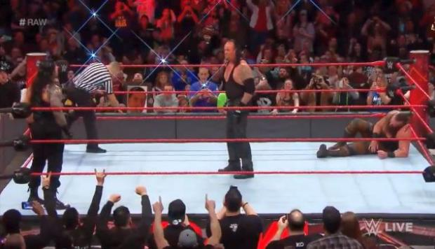 WWE Raw: revive las peleas del evento que tuvo a The Undertaker