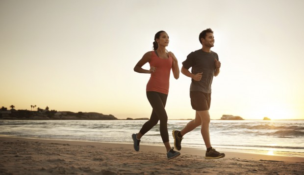 5 beneficios de correr en la playa