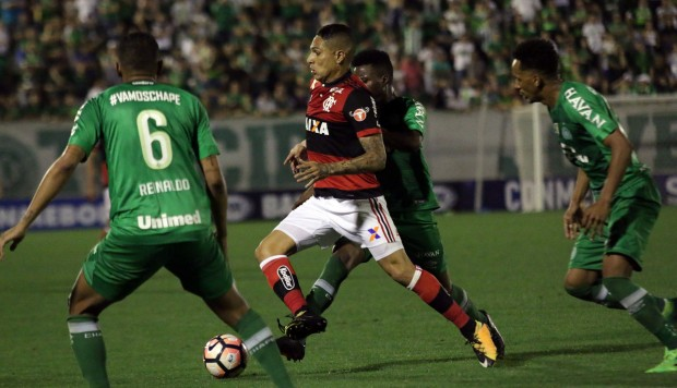 Narrador de Fox Sports se rinde ante Paolo Guerrero — YouTube