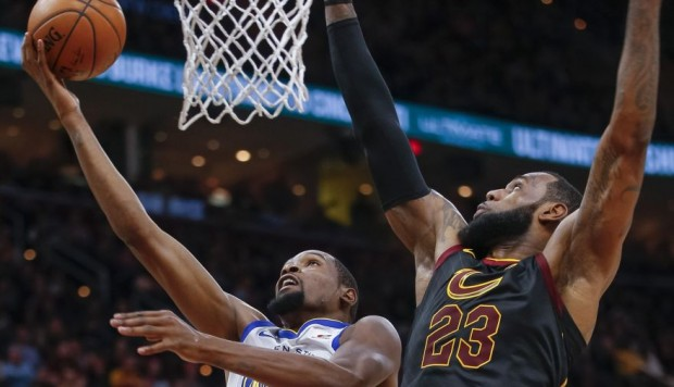 Facebook: los geniales jugadas de LeBron James ante Durant y Curry