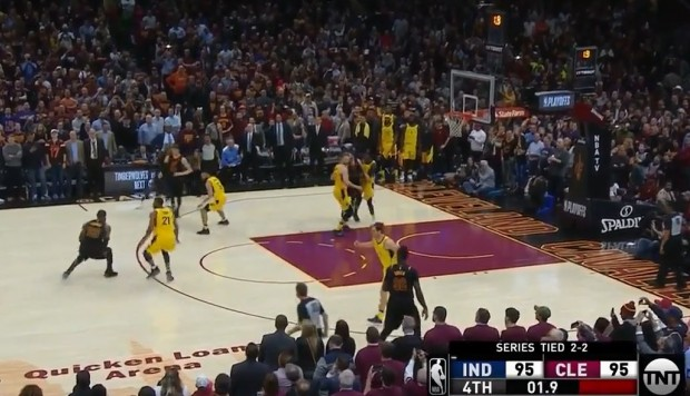 NBA | LeBron James: su espectacular tapón y canasta triple ante los Pacers | VIDEO