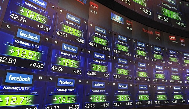 Facebook suspende 200 aplicaciones por posible abuso de datos