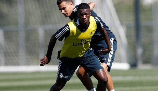 Vinicius Junior demostró su talento en práctica del Real Madrid con tremenda aceleración [VIDEO] (Foto: AFP)