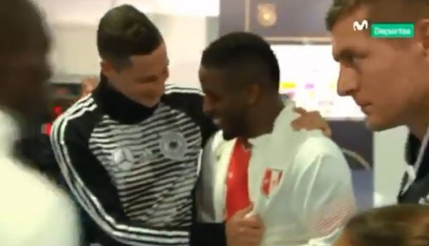 Perú vs. Alemania: Jefferson Farfán y el emotivo reencuentro de Julian Draxler. (Foto: Captura de video)