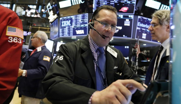 Wall Street opera mixto, Dow Jones cae