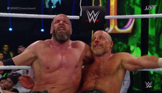 WWE: Triple H & Shawn Michaels vencieron a The Undertaker & Kane en Crown Jewel