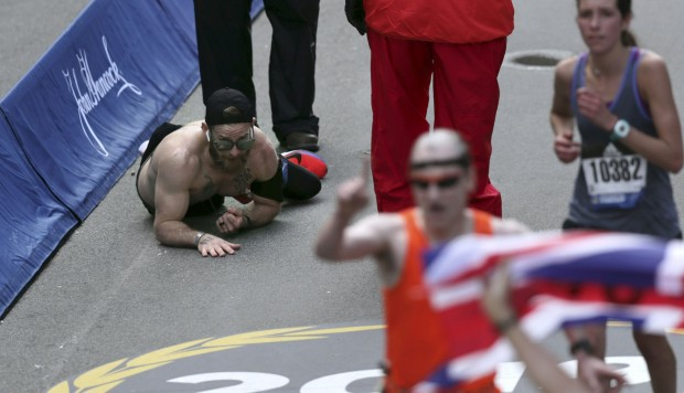 YouTube: el conmovedor momento que vivió un marine en la Maratón de Boston | VIDEO. (Foto: AFP)