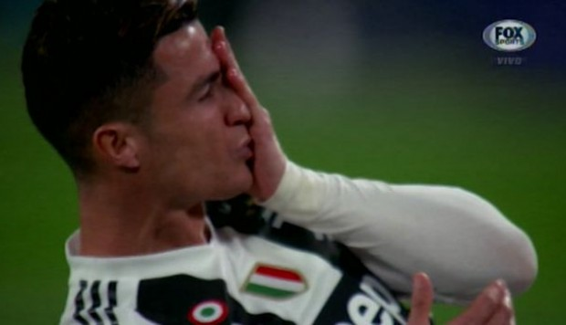 Juventus vs. Ajax EN VIVO: Cristiano Ronaldo sufrió una agresión en los primeros minutos | VIDEO. (Foto: Captura FOX Sports)