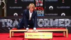 Michael Bay deja sus huellas en el Teatro Chino de Hollywood
