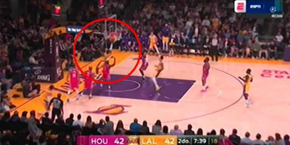 Los Ángeles Lakers vs. Houston Rockets: fast break culminado con éxito por LeBron James