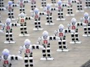 YouTube: 1300 robots bailarines rompen récord Guinness