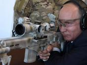 Putin dispara el nuevo rifle de francotirador de Kalashnikov | FOTOS Y VIDEO