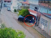 YouTube: Ciclista se salva de morir atropellado por auto manejado por una menor | VIDEO | FOTOS