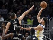 Warriors vencieron a los Bucks 105-95 y evitaron ser barridos en la temporada regular entre ambos