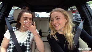 "Sophie Turner y Maisie Williams en el ""Carpool Karaoke""."