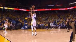 Cavaliers vs. Warriors: el asombroso triple de Curry sobre el final del segundo cuarto | VIDEO