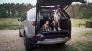 La gama de productos Pet Pack estará disponible para todos los modelos de Land Rover. (Foto: YouTube).