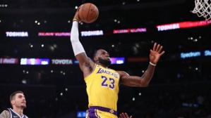 YouTube: LeBron James debuta en casa de de los Lakers con mágica volcada | VIDEO