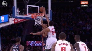 Giannis Antetokounmpo y la espectacular tapa en el Madison Square Garden. | Foto: captura