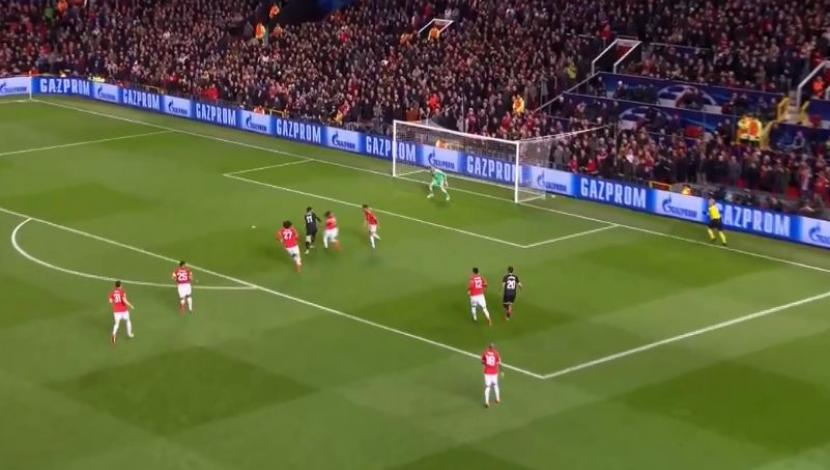 Manchester vs. Sevilla: la espectacular jugada defensiva de Eric Bailly