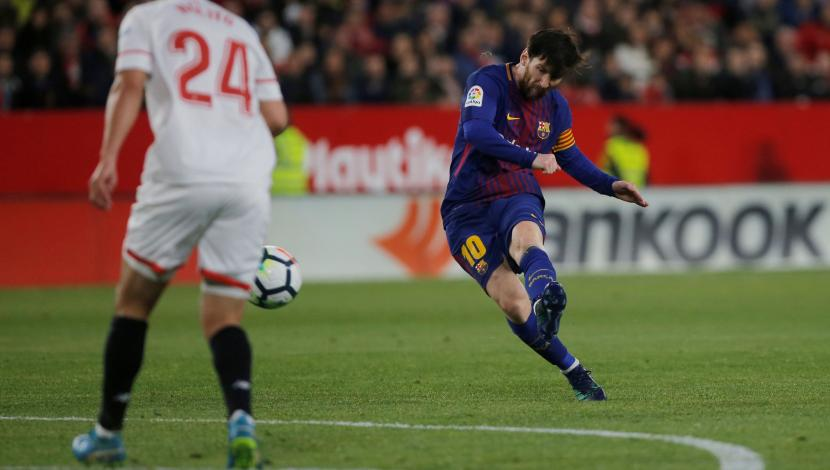 Golazo de Messi en el cotejo entre Sevilla y Barcelona. (Video: YouTube/Foto: AFP)