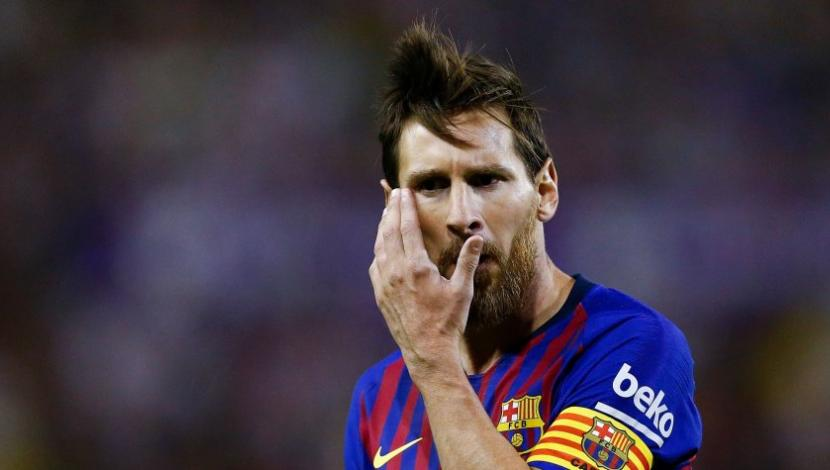 Lionel Messi recibió desagradable sorpresa en España (Foto: AFP / Video: YouTube).