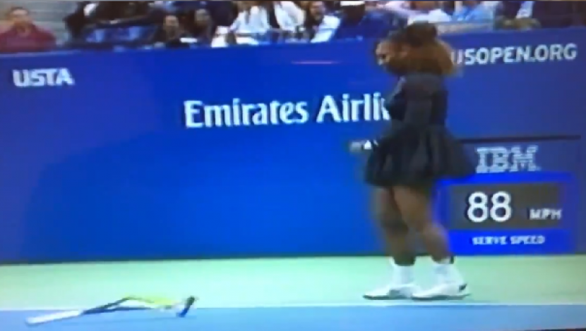 Serena Williams rompió su raqueta contra el suelo | Video: Twitter Bruno