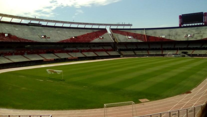 "Presidente de River Plate confirma interés por construir nuevo estadio ""moderno y techado"". (Video: Twitter/Foto: AFP)"