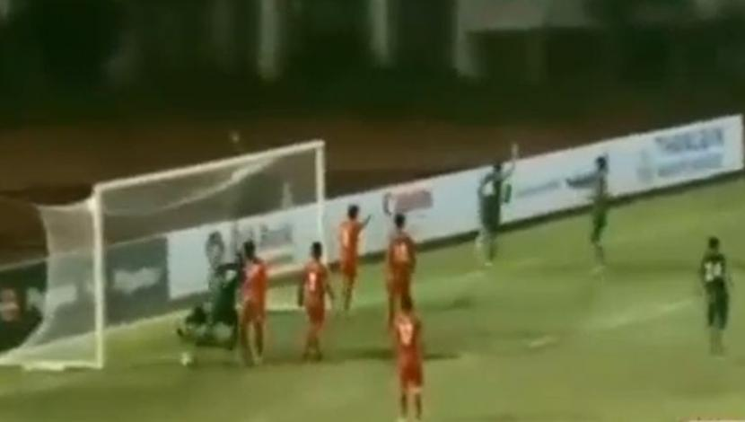 Bolivia goleó 3-0 a Birmania en un duelo amistoso desarrollado en Thuwunna. (Video: YouTube / Foto: Captura).