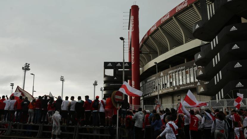 Fans are looking for the last tickets available in Copa Libertadores final Photo: EFE