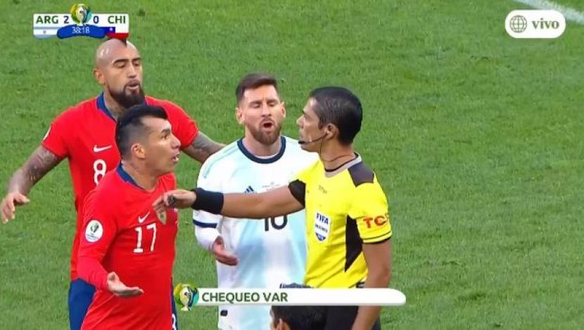 Argentina vs. Chile: Messi y Medel expulsados tras terrible choque en área chilena | VIDEO