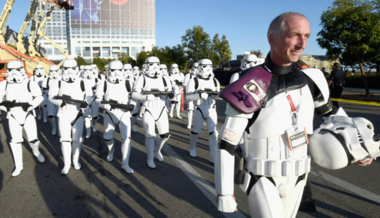 Fan de 'Star Wars' caminó 645 millas en honor a difunta esposa - 1