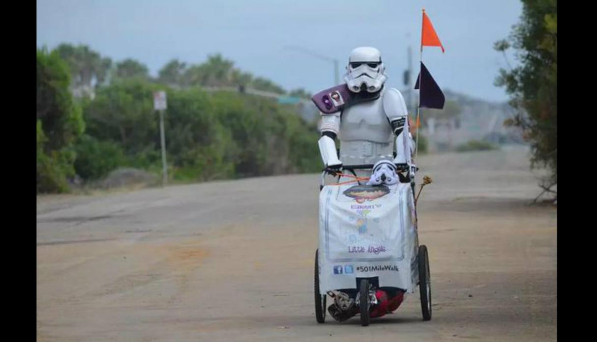 Fan de 'Star Wars' caminó 645 millas en honor a difunta esposa - 2