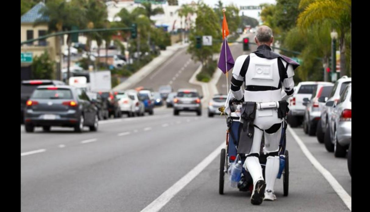 Fan de 'Star Wars' caminó 645 millas en honor a difunta esposa - 3