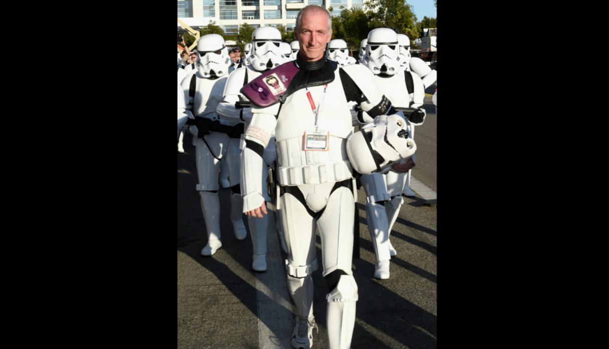 Fan de 'Star Wars' caminó 645 millas en honor a difunta esposa - 5