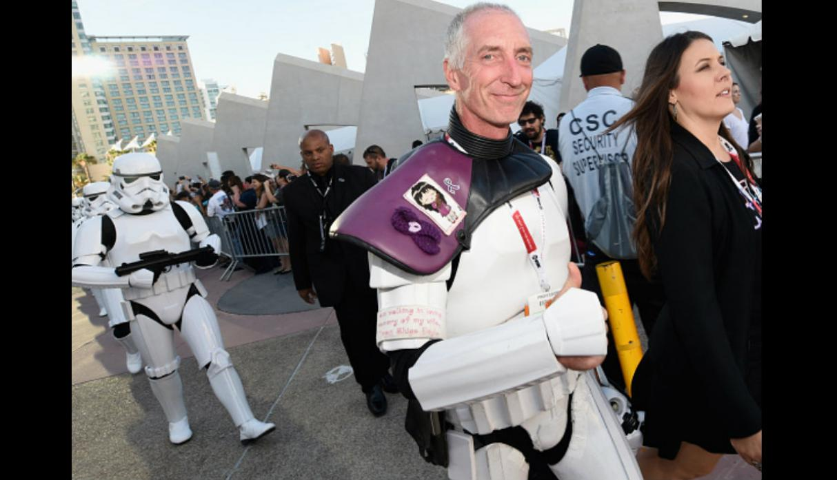 Fan de 'Star Wars' caminó 645 millas en honor a difunta esposa - 6