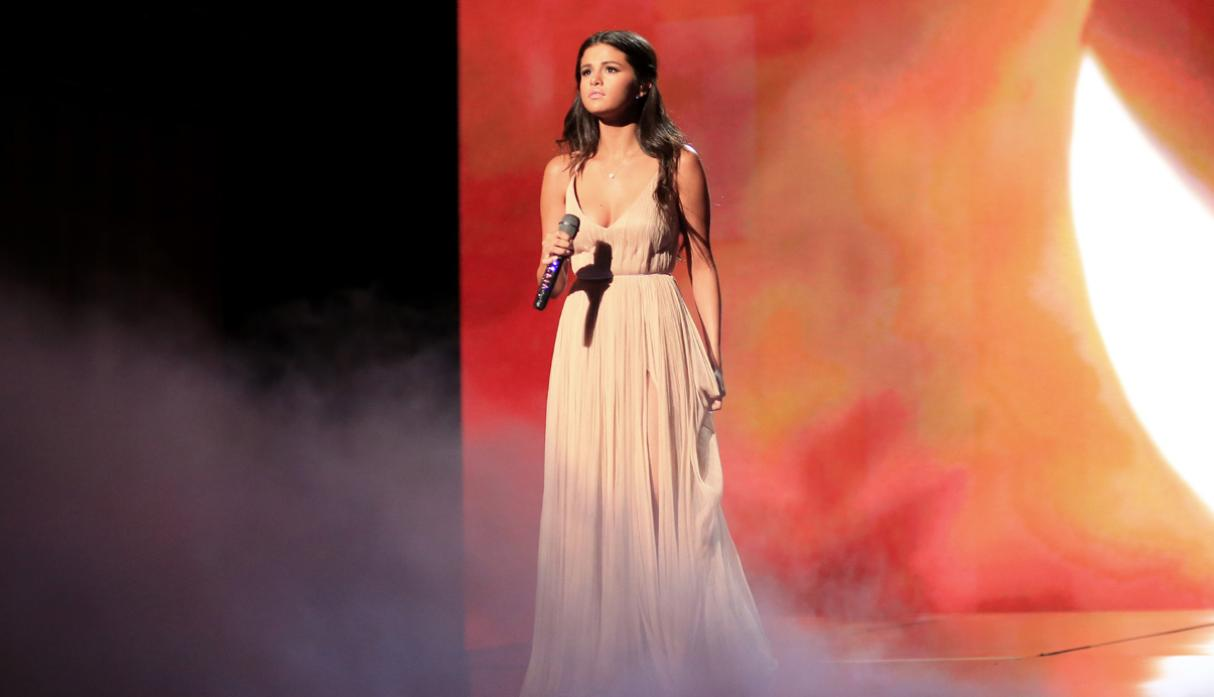 American Music Awards: la emotiva performance de Selena Gómez - 4