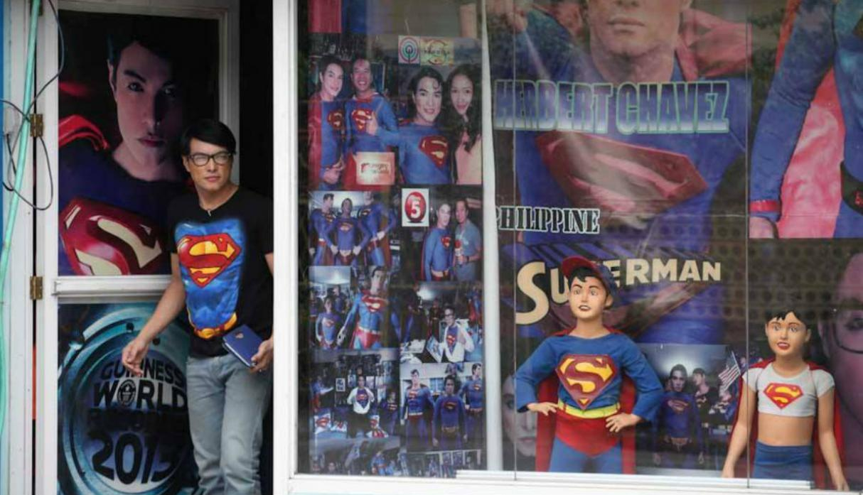 Filipino vive obsesionado con parecerse a Superman [VIDEO] - 7