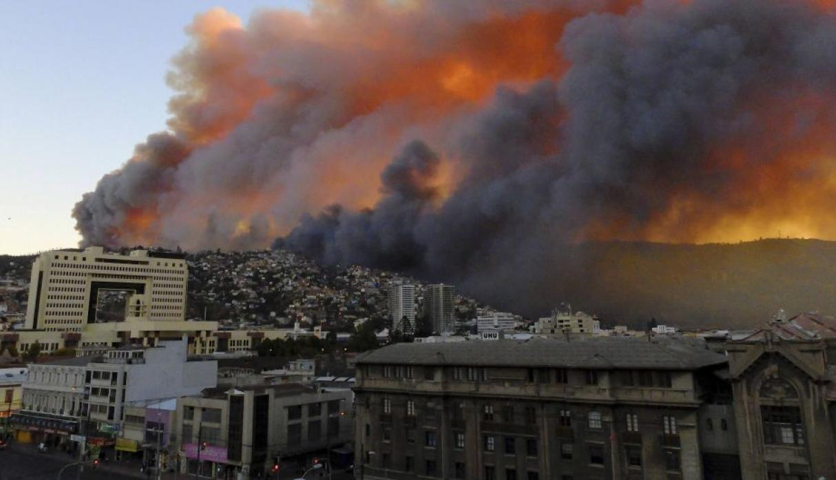 Chile: gigantesco incendio en Valparaíso destruye 500 casas - 3