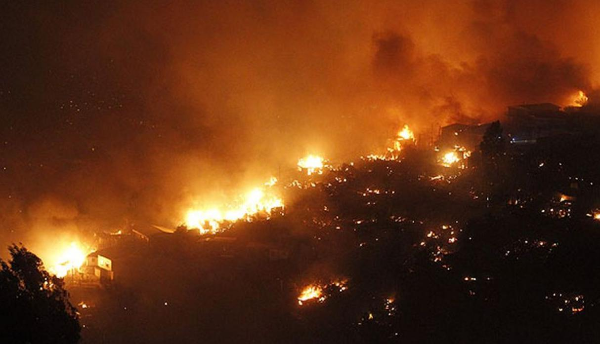 Chile: gigantesco incendio en Valparaíso destruye 500 casas - 4