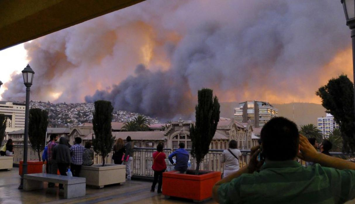 Chile: gigantesco incendio en Valparaíso destruye 500 casas - 5