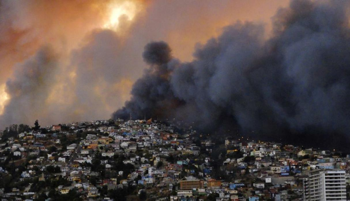 Chile: gigantesco incendio en Valparaíso destruye 500 casas - 6