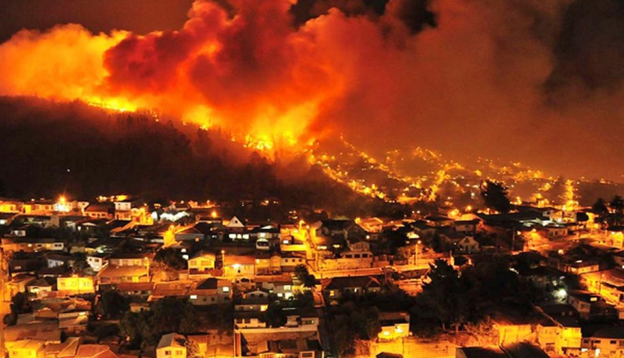 Chile: gigantesco incendio en Valparaíso destruye 500 casas - 7