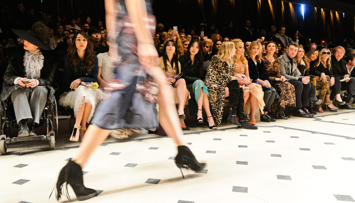Burberry apuesta por estilo bohemio en Fashion Week de Londres - 4
